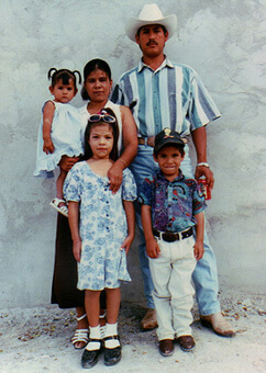Silvia Perez, her husband Alfredo (who works in an assembly plant owned by Sylvania), and their three children in Ciudad Juárez. Courtesy the Perez family.