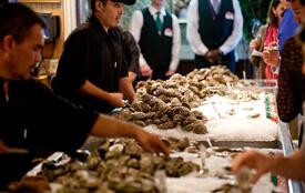Kelly Yandell, Foodways Texas oyster tasting at Gaido's Restaurant, Galveston, Texas, 2011.
