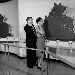 Richmond Times-Dispatch, Couple looking at map at the Richmond Civil War Centennial Center, Richmond, Virginia, c. 1965. Courtesy of the Valentine Richmond History Center.