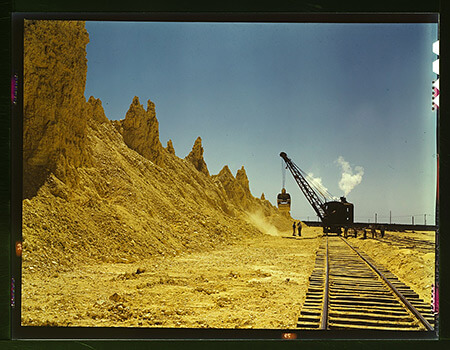 John Vachon, Nearly exhausted sulphur vat from which railroad cars are loaded, Freeport Sulphur Co., Hoskins Mound, Texas, 1943.