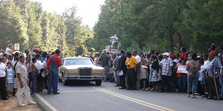 Ellen Schattschneider, Arrival of car, Moore's Ford, Georgia, 2009.