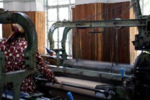 Mary E. Frederickson, Draper automatic loom, Margilan, Uzbekistan, 2006.