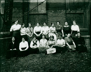 Female mill workers at Fulton Bag and Cotton Mills, Atlanta, Georgia, 1915.