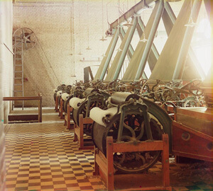 Sergey Mikhaylovich Prokudin-Gorskii, Cotton textile mill interior with machines producing cotton thread, Tashkent, Uzbekistan, c. 1905–1915. Courtesy Library of Congress, Prokudin-Gorskii Collection.