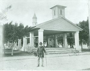 """Figure 47. W. J. Harris, Public Market and """"Old Slave,"""" Plaza de la Constitución, St. Augustine, Florida, c. 1904. Copyright St. Augustine Historical Society."""