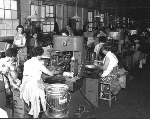Burgert Brothers, Women making cigars at Corral & Wodiska cigar factory, Tampa, Florida. Catalog No.: PA 13243.