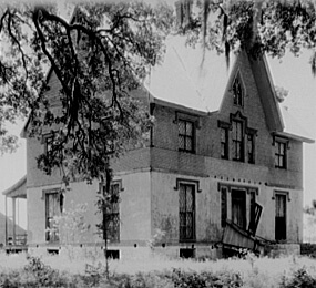 Arthur Rothstein, Library of Congress, Prints & Photographs Division FSA-OWI Collection Reproduction Number: LC-USF34-000407-D DLC, Abandoned mansion, Placquemines Parish, Louisiana, 1935.