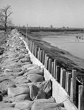 Walker Evans, The Bessis Levee, along a subsidiary of the Mississippi River, augmented with sand bags during the 1937 flood, near Tiptonville, Tennessee, February 1937. FSA-OWI Collection, Library of Congress, LC-USF33- 009234-M1.Walker Evans, The Bessis Levee, along a subsidiary of the Mississippi River, augmented with sand bags during the 1937 flood, near Tiptonville, Tennessee, February 1937. FSA-OWI Collection, Library of Congress, LC-USF33- 009234-M1.