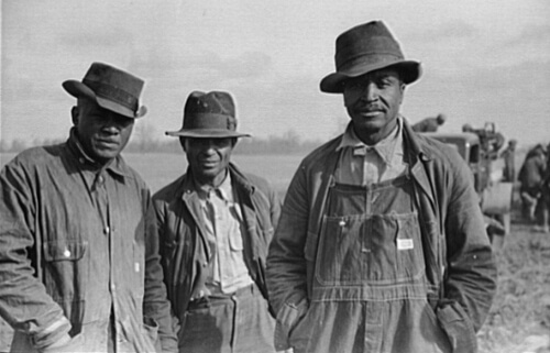 Arthur Rothstein, Evicted sharecroppers along Highway 60, New Madrid County, Missouri, January 1939. FSA-OWI Collection, Library of Congress, LC-USF33- 002926-M3.