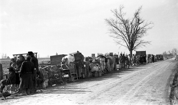 Arthur Rothstein, Evicted sharecroppers along Highway 60, New Madrid County, Missouri, January 1939, FSA-OWI Collection, Library of Congress, LC-USF33- 002927-M1.