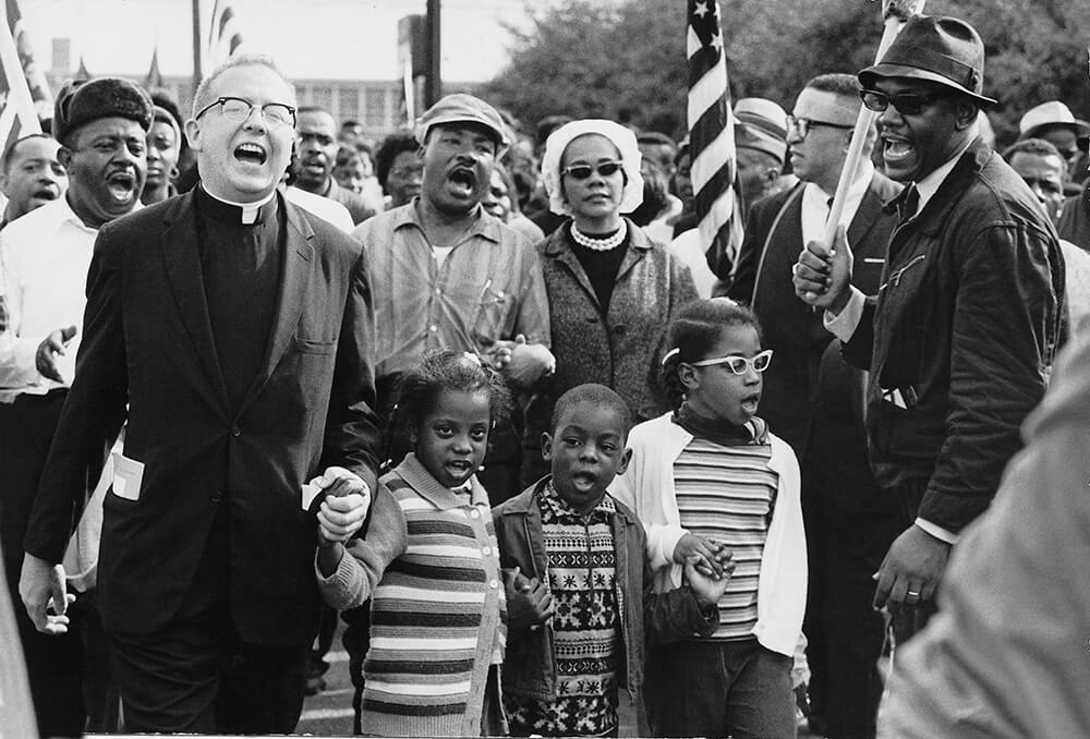 Abernathy children on front line leading the Selma to Montgomery March with MLK, Alabama, March 25, 1965. Courtesy of Wikimedia Commons. Image is in the Public Domain.