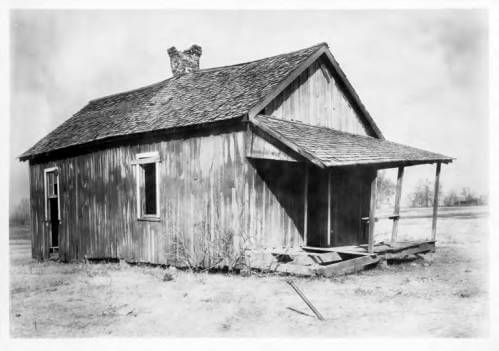 African-American tenant cabin, Armstrong Plantation, Mississippi, 1934. Photograph by unknown creator. Courtesy of Mississippi State University Libraries, Special Collections Department, University Archives, Cooperative Extension Service Photographs, cdm16631.contentdm.oclc.org/cdm/ref/collection/charm/id/22831.