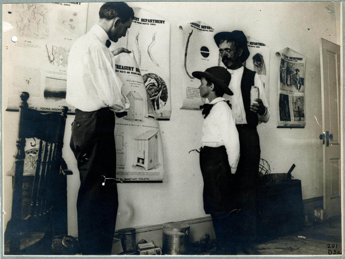 Dispensary scene, teaching by lecture and demonstration, Dr. Caldwell. Courtesy of the 100 Years: The Rockefeller Foundation website, Rockefeller Archive Center, Rockefeller Foundation.