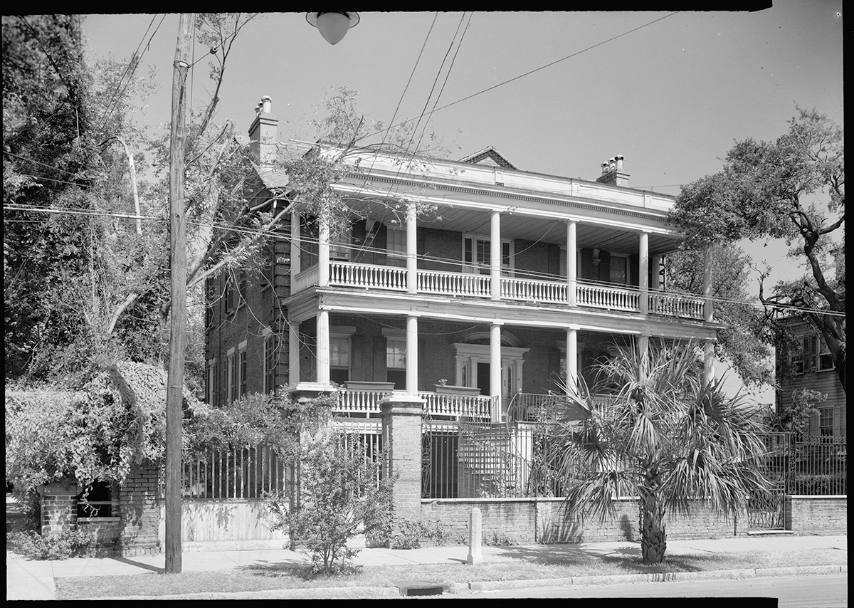 Robert Martin House, 16 Charlotte Street, Charleston, South Carolina, September 1940. Photograph by C.O. Greene. Courtesy of Wikimedia Commons. Image is in public domain.