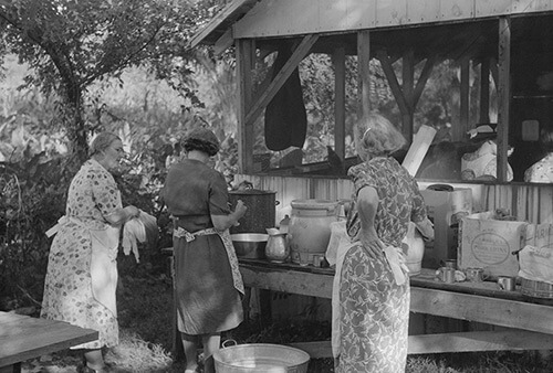 Marion Post Wolcott, Parishoners preparing food for a benefit picnic supper on the grounds of St. Thomas Church, near Bardstown, Kentucky, August 7, 1940. Library of Congress Prints and Photographs Division, FSA/OWI Black & White Negatives Collection,LC-USF33-030983-M5.