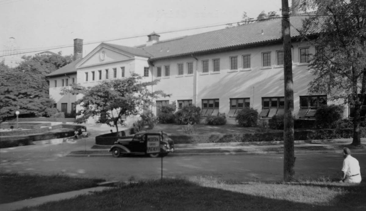The US Public Health Service VD Clinic, Spring Street, Hot Springs, Arkansas, 1921. Courtesy of the University of Arkansas for Medical Sciences Historical Research Center and Elliott Bowen.