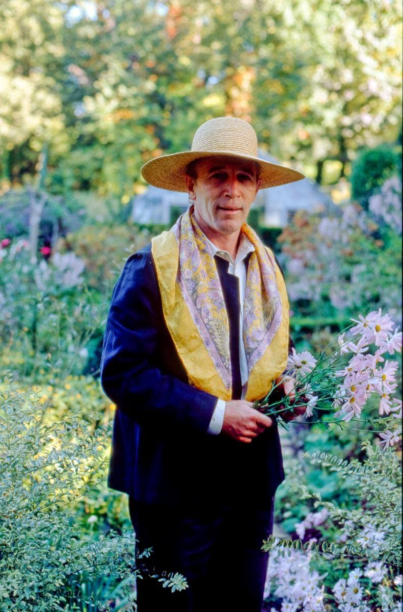 Ryan Gainey with cut flowers, Decatur, Georgia, ca. 1993. Photograph by David Schilling.