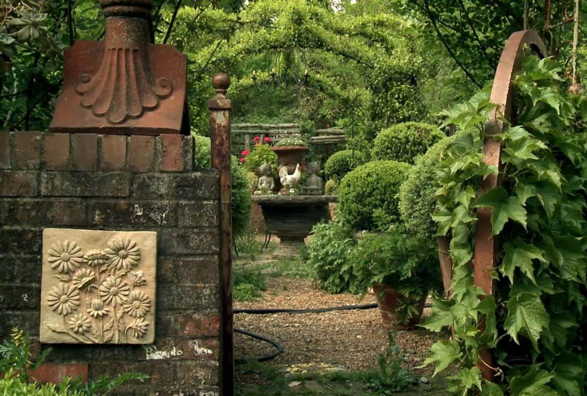 One of Ryan Gainey's garden rooms, Decatur, Georgia, 2010. Screenshot from The Well-Placed Weed: The Bountiful Life of Ryan Gainey. Courtesy of Terminus Films.