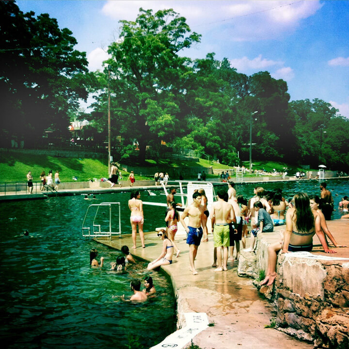 Barton Springs Pool, an important leisure site located in Zilker Metropolitan Park, Austin, Texas, and fed by the Edwards Aquifer, May 29, 2010. Photograph by Rob Zand. Courtesy of Rob Zand (CC BY-SA 2.0).