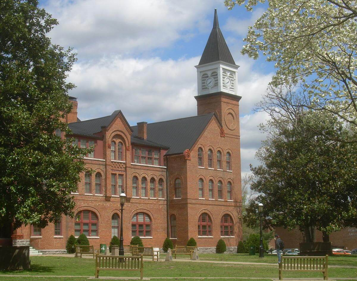 Seminary Hall, Northeastern State University, Cherokee County, Oklahoma, 2008. Image courtesy of Wikimedia Commons user Caleb Long. Creative Commons license CC BY-SA 2.5.