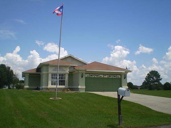 Buenaventura Lakes, Florida, 2010. Photograph by Simone Delerme.