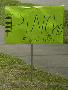 Spanish signage, Buenaventura Lakes, Florida, 2010. Photograph by Simone Delerme.