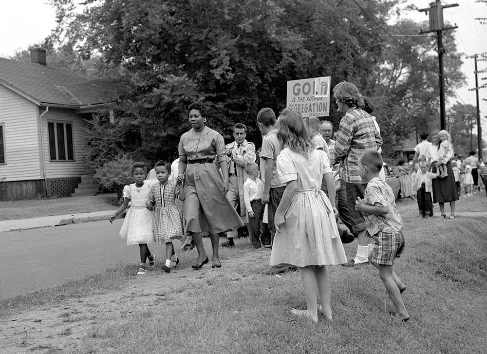 Grace McKinley takes Rita Buchanan and Linda McKinley to school among protesters, Nashville, TN, September 1957. © Nashville Public Library.