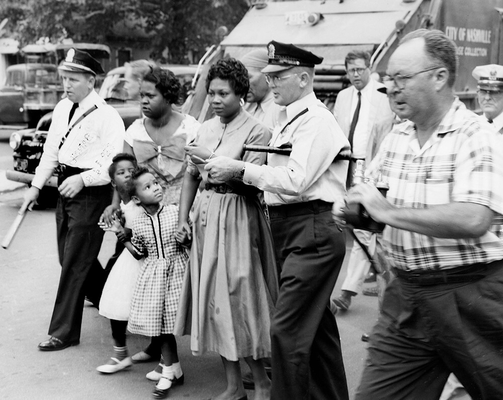 Police and reporters surround parents and children at Fehr Elementary, Nashville, TN, September 1957. © Nashville Public Library.​​