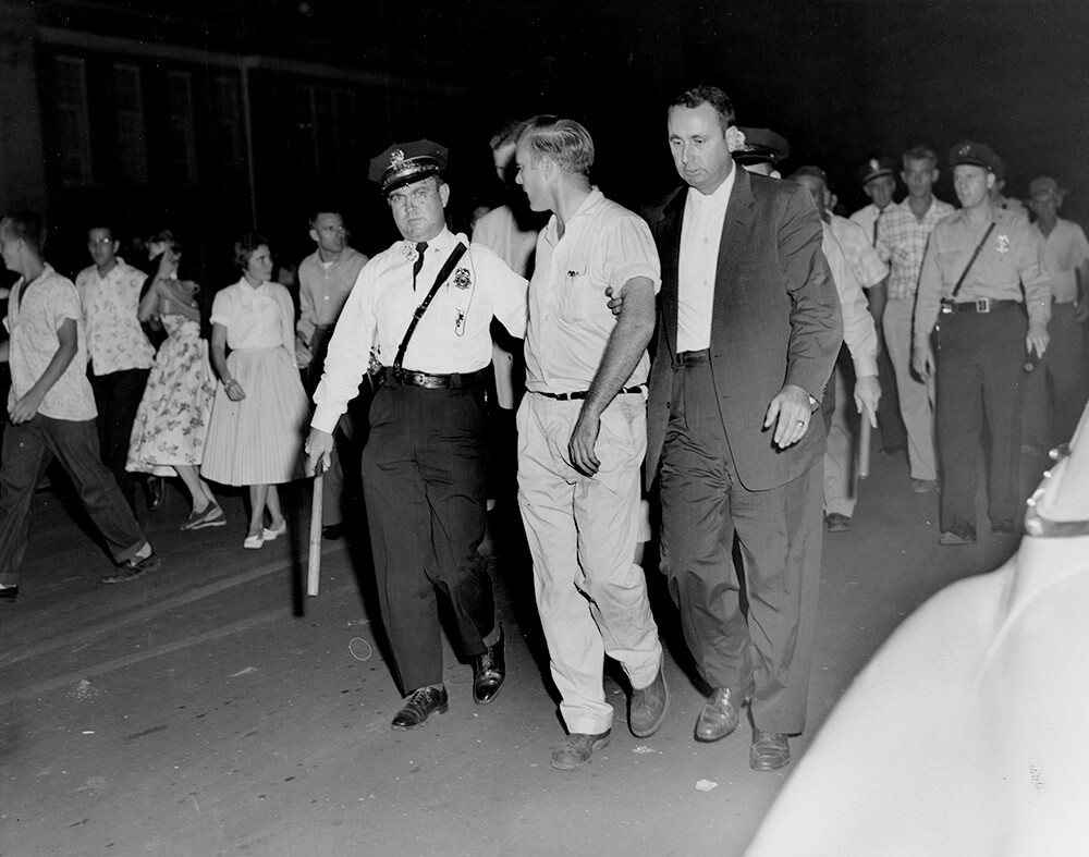 Police arrest a demonstrator, Nashville, TN, September 1957. © Nashville Public Library.​​