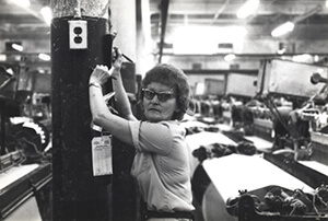 Woman Working in a Textile Plant, Tennessee, circa late 1970s. Courtesy of Special Collections and Archives, Georgia State University Library, Southern Labor Archives, Amalgamated Clothing and Textile Workers Union, Memphis-Jackson Joint Board Records, L1992_11_88.
