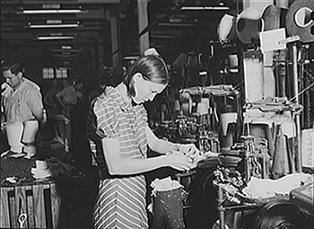 In the Textile Mills in Union Point, Greene County, Georgia, 1941. Photograph by Jack Delano. Courtesy of the Library of Congress, Prints and Photographs Division, LC-USF34-046430-D.