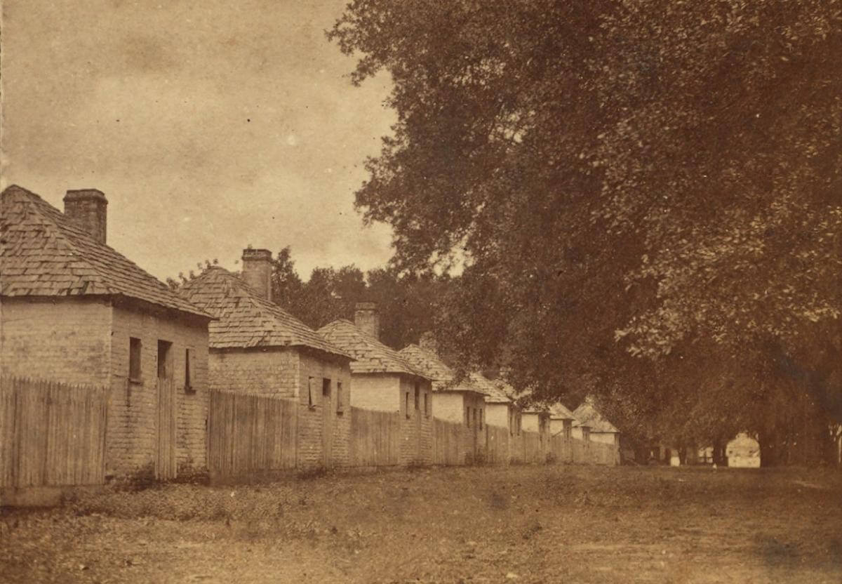 Negro Quarters in Hermitage, Hermitage Plantation, Savannah, Georgia, ca. 1870. Photograph by Wilson & Havens. Courtesy of the New York Public Library Miriam and Ira D. Wallach Division, digitalcollections.nypl.org/items/510d47e0-5828-a3d9-e040-e00a18064a99.