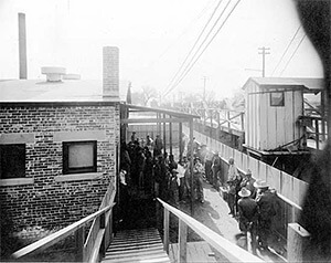 Mexicans wait to be bathed and deloused at the Santa Fe Bridge quarantine plant, El Paso, Texas, 1917. United States Public Health Service, National Archives.