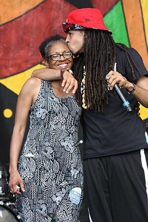 Dee-1 with his mother, New Orleans, Louisiana, April 25, 2014. Photograph by Flickr user kowarski. Courtesy of kowarski, Creative Commons License CC-BY 2.0.