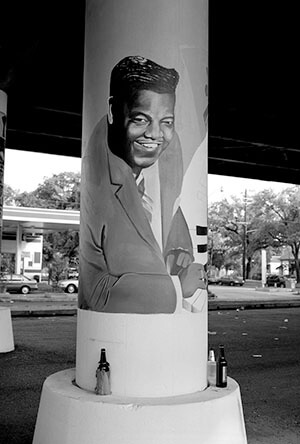 Fats Domino under the freeway, Claiborne Avenue. New Orleans, Louisiana, 2006. Photograph by Lewis Watts. Courtesy of Lewis Watts.