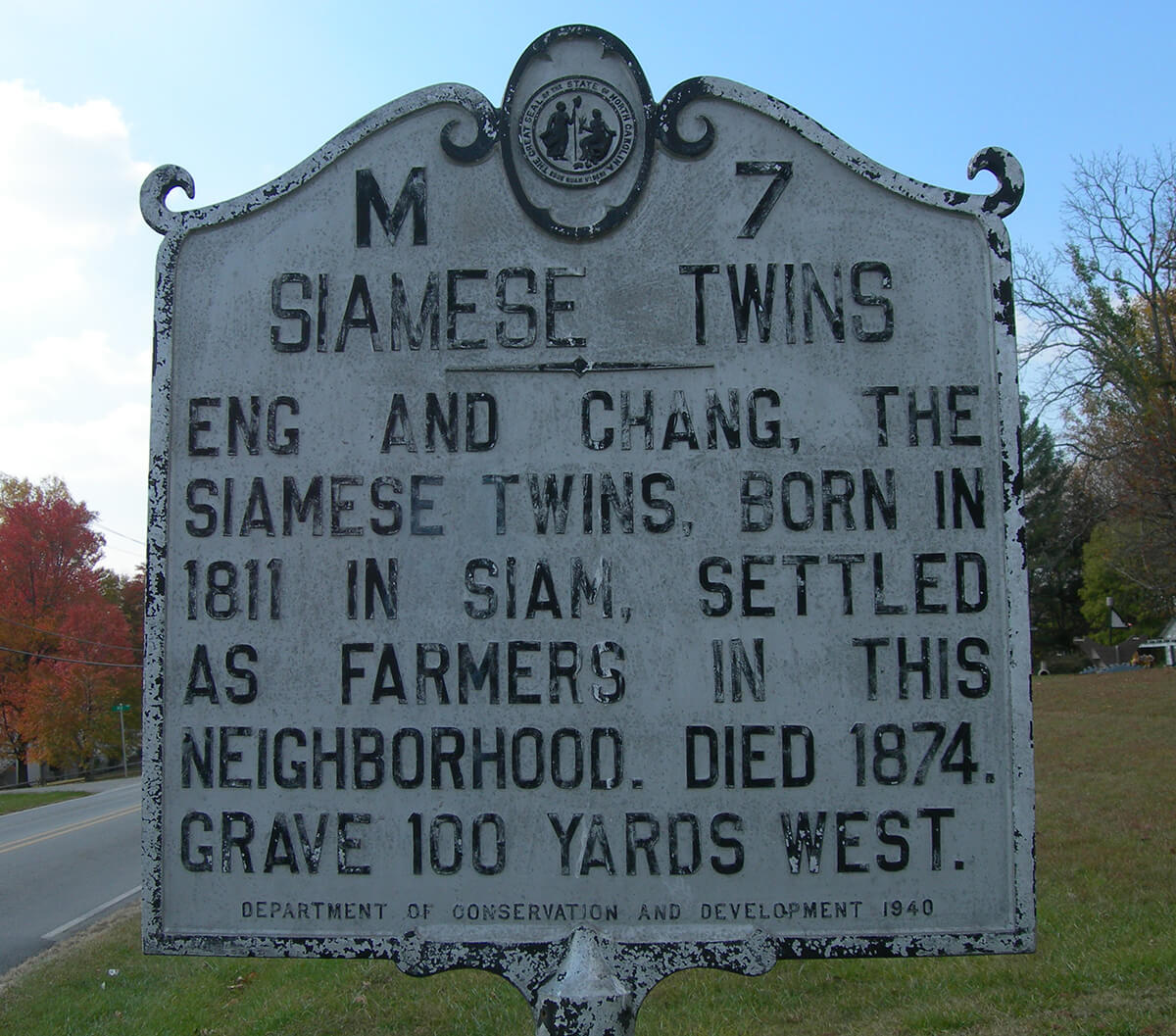 Siamese Twins Historic Marker, White Plains, North Carolina, November 10, 2007. Photograph by Flickr user Jimmy Emerson, DVM. Creative Commons license CC BY-NC-ND 2.0.