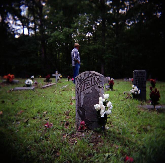 Jere Alexander, Felix, Coon hound memorial graveyard, Colbert County, Alabama, 2005.