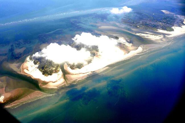 Jeff Warren, Oil on the Chandeleur Islands from a plane, Off the coast of Louisiana, 2010.