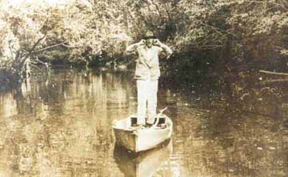 Francis Harper, Hamp Mizell with his two-mile swamp holler, Okefenokee Swamp, 1930.
