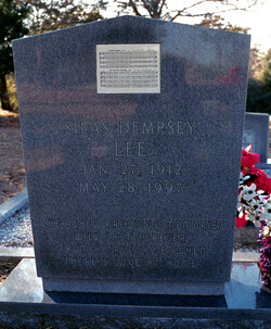Laurie Kay Sommers, Grave marker of Silas Lee, Brantley County, Georgia, date unknown.