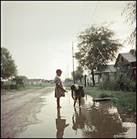 Untitled, Alabama, 1956. Photograph 37.066 by Gordon Parks. Courtesy of and copyright by The Gordon Parks Foundation.