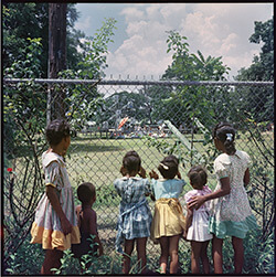 Outside Looking In, Mobile, Alabama, 1956. Photograph 37.008 by Gordon Parks. Courtesy of and copyright by The Gordon Parks Foundation.
