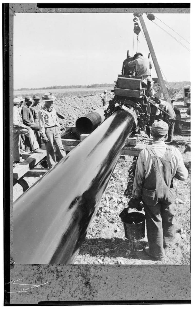 Pipeline from Southwest to Atlantic Coast, 1944. Photograph courtesy of the Library of Congress Prints and Photographs Division, LC-USW4- 029616.