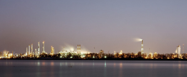 Dow Chemical Corporation (Union Carbide Complex) at Night, Across from Bonnet Carré Spillway, Norco, Louisiana, 1998. Photograph by Richard Misrach. Courtesy of Pace/MacGill Gallery, New York; Fraenkel Gallery, San Francisco; and Marc Selwyn. © Richard Misrach.