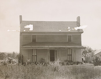 William Cobb's house, where Confederate corp commander William J. Hardee and staff stopped on their night march, July 21–22, 1864. Photo of unknown origin, May 1, 1905.