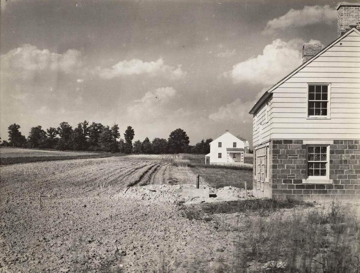 Homes and land cultivation, Arthurdale project, Reedsville, West Virginia, 1935. Photograph by Walker Evans. Courtesy of the New York Public Library Miriam and Ira D. Wallach Division, digitalcollections.nypl.org/items/94ba4f90-baca-0132-01de-58d385a7b928.