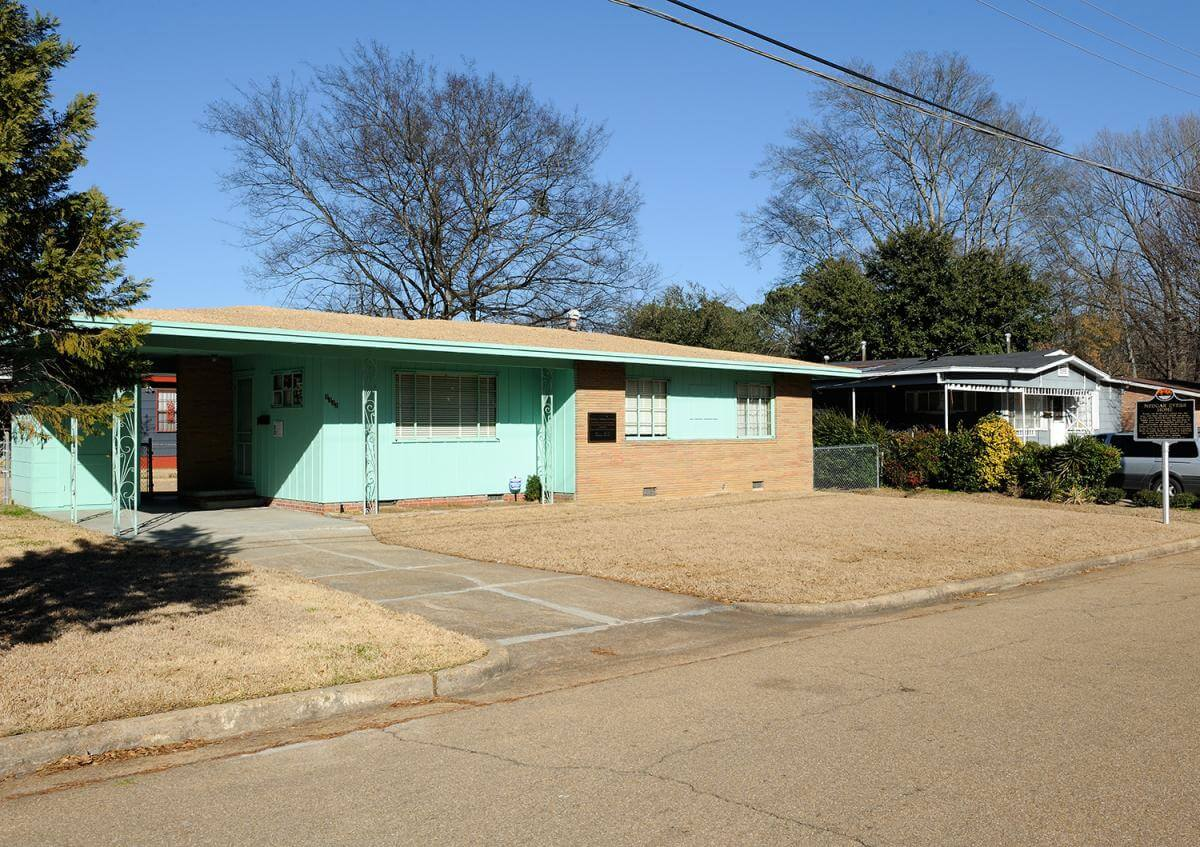 Former family home of Medgar Evers and location of his assassination in Jackson, Mississippi, January 27, 2014. Photograph courtesy of Flickr user Tim Adams. Creative Commons license CC BY 2.0.