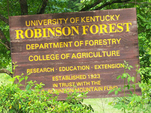 Robinson forest sign in Robinson Forest, Kentucky, June 10, 2008. Photograph by Wikipedia user J654567. Courtesy of Wikimedia Commons.