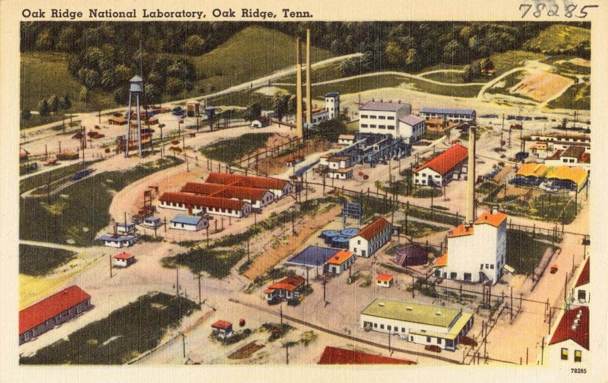 Oak Ridge National Laboratory, Oak Ridge, TN, ca. 1930–1940. Postcard by Standard Souvenirs & Novelties, Inc. Courtesy of Digital Commonwealth.