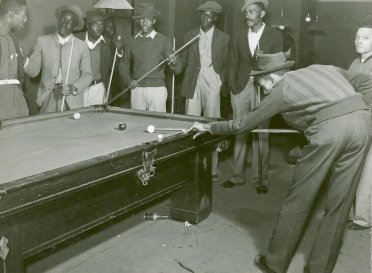 Shooting pool on a Saturday afternoon, Clarksdale, Mississippi Delta, Mississippi, November 1939. Photograph by Marion Post Wolcott. Courtesy of The New York Public Library, Schomburg Center for Research in Black Culture, Photographs and Prints Division, digitalcollections.nypl.org/items/510d47df-f8dc-a3d9-e040-e00a18064a99.